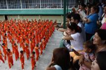 orange-prisoners