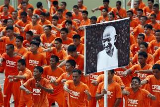orange-prisoners6