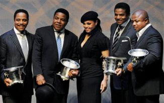 Janet Jackson, center, poses with her brothers, from left, Marlon Jackson, Tito Jackson, Jackie Jackson and Randy Jackson of pop group The Jacksons after they received the BMI Icon award at the 8th Annual BMI Urban Awards in Beverly Hills, Calif., Thursday, Sept. 4, 2008. (AP Photo/Chris Pizzello)