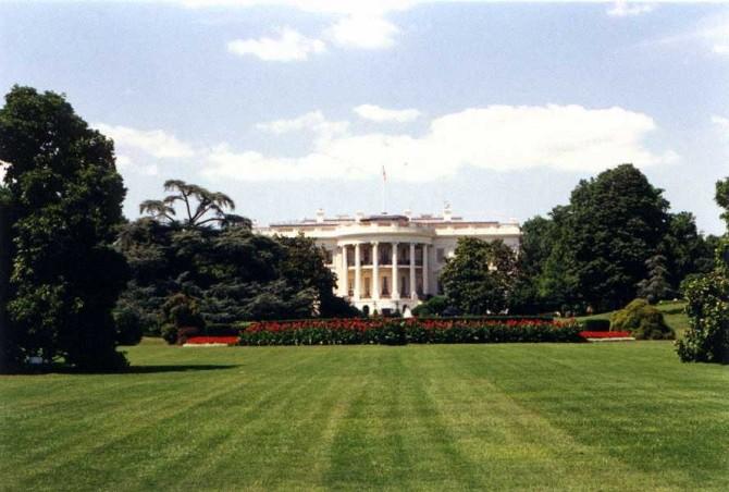 whitehouse-lawn